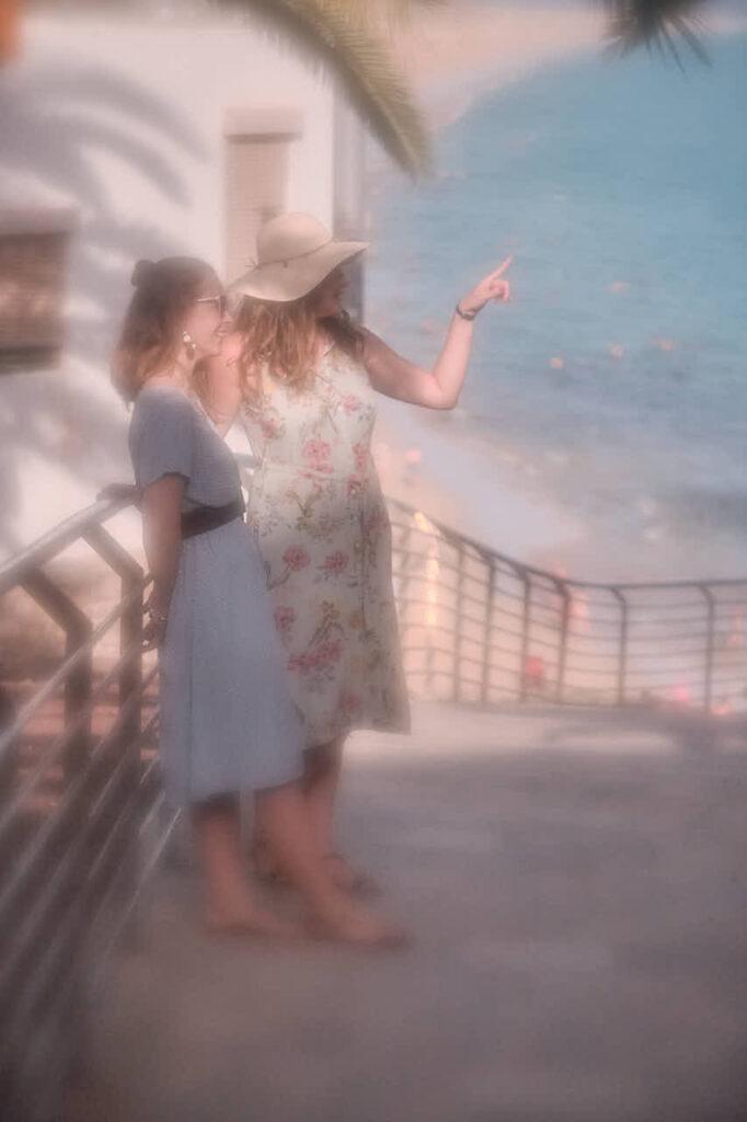 Beim Fotoshooting auf Fuerteventura macht Deutscher Fotograf Chris Klein Freundinnen Fotos in Morro Jable in David Hamilton Blur barfuss twink gay