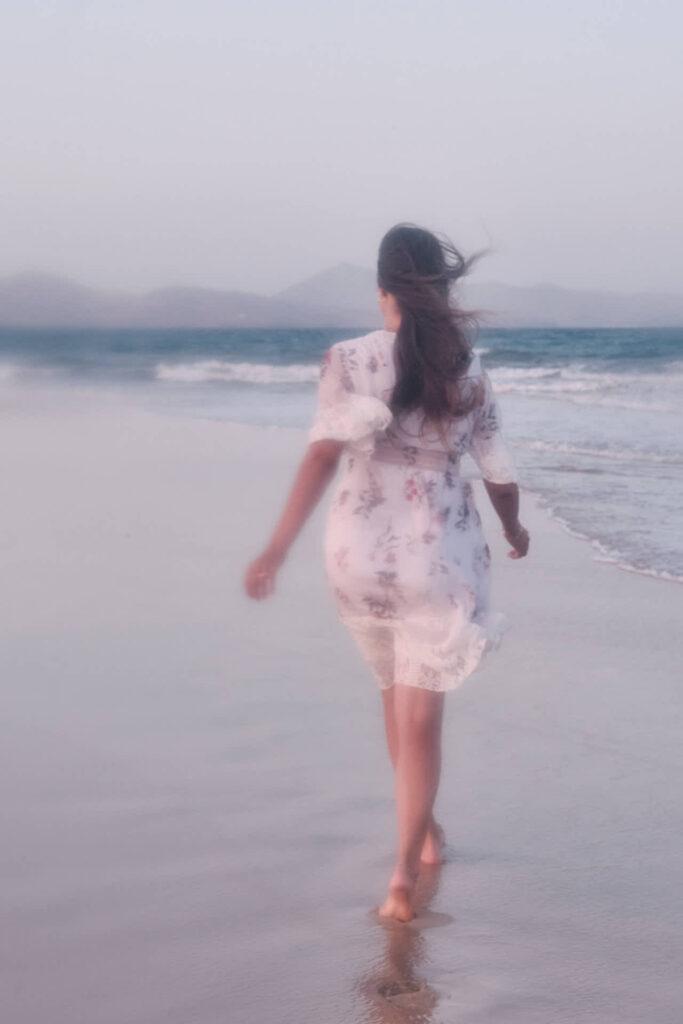 Fotos von Portraits fotografiert Deutscher Fotograf Chris Klein beim Fotoshooting auf Fuerteventura in David Hamilton blur an der Playa de Sotavento de Jandia