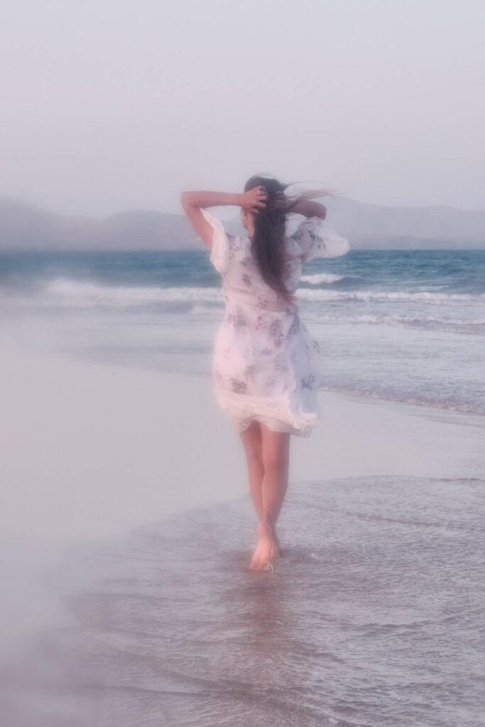 Beim Fotoshooting auf Fuerteventura macht Fotograf Chris Klein Fotos von Portraits in David Hamilton blur an der Playa de Sotavento de Jandia